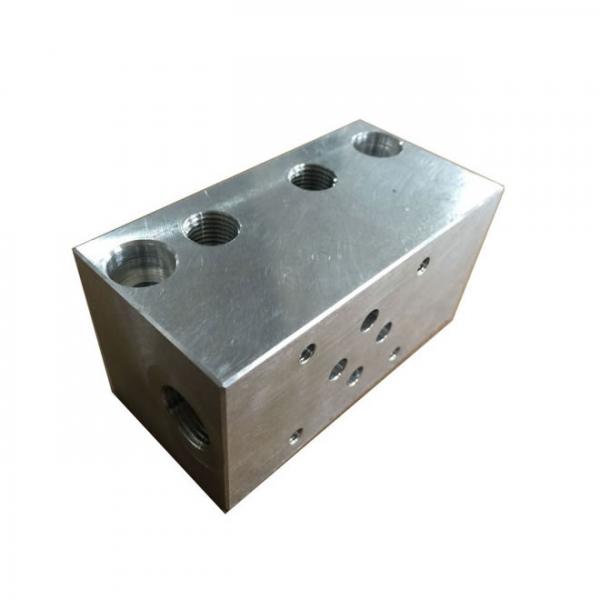 Multi-directional hydraulic valve set